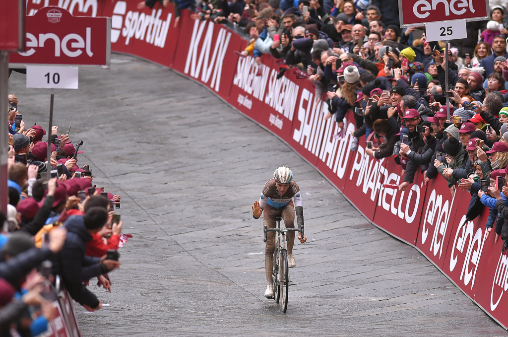 ROMAIN BARDET SIGNE UNE 2EME PLACE SUR LES STRADE BIANCHE !  //  ROMAIN BARDET FINISHES 2ND ON THE STRADE BIANCHE !